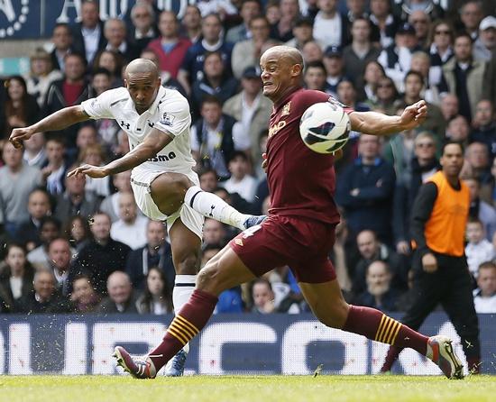 Tottenham Hotspur's Jermain Defoe (left) shoots and scores past Manchester City's Vincent Kompany