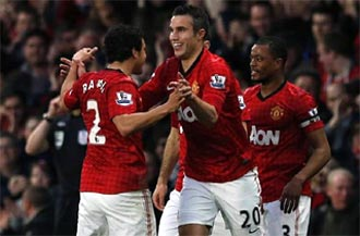 Van Persie 'tricks' Man United to 20th league title