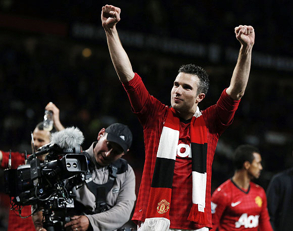 Manchester United's Robin van Persie celebrates after his team clinched the English Premier League title on Monday