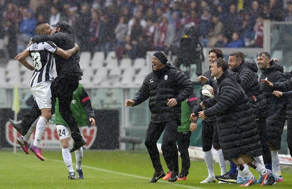 Juventus' Arturo Vidal (left) celebrates with his coach Antonio Conte
