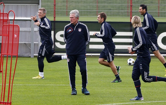 Bayern Munich's coach Jupp Heynckes (second left) conducts a training session