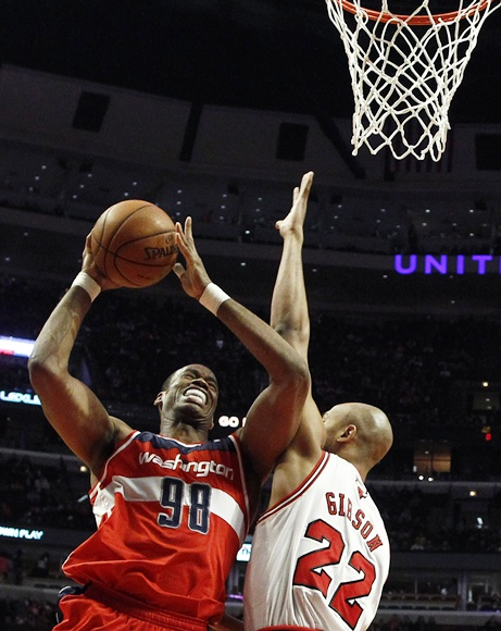 Washington Wizards'Jason Collins (left)