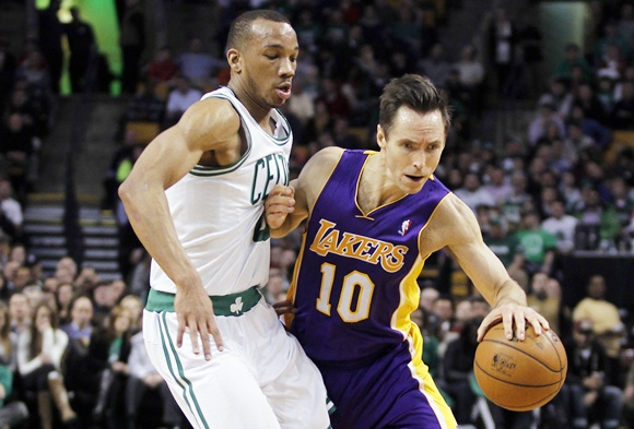 Los Angeles Lakers Steve Nash (right)