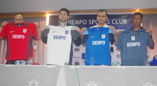 Image (left to right): Rafaelle Napoli (fitness and conditioning coach), Arthur Papas (head coach), Shrinivas Dempo (club chairman) and Mauricio Afonso (asst. coach) present the club's jerseys.