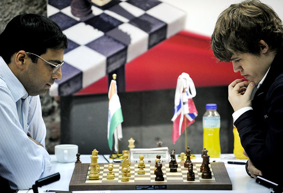 Viswanathan Anand (left) with Magnus Carlsen