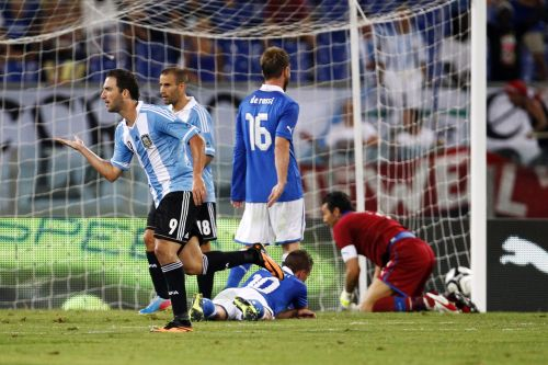 Argentina's Gonzalo Higuain (L) celebrates after scoring as Italy's players react during their international friendly soccer match at the Olympic Stadium in Rome