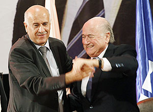 FIFA President Sepp Blatter (right) and Palestinian FA chairman Jibril Rajoub