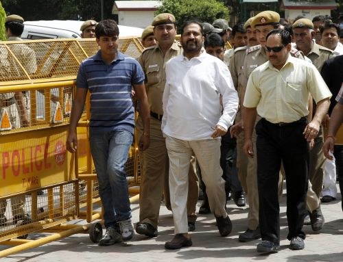 Suresh Kalmadi (C), former chief organiser of the Delhi Commonwealth Games, arrives at a court in New Delhi