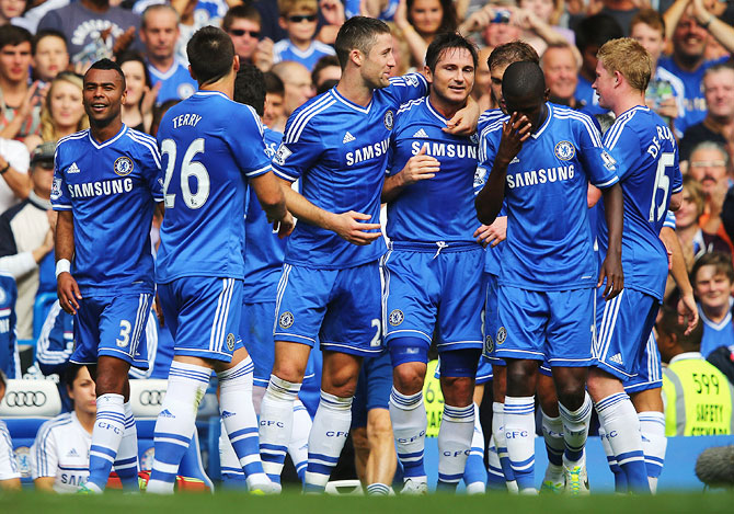 Chelsea's Frank Lampard celebrates his goal with teammates during their Premier League match against Hull City at Stamford Bridge on Sunday