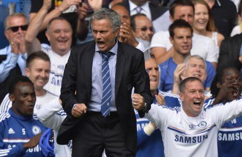 Chelsea's manager Jose Mourinho celebrates Frank Lampard's goal