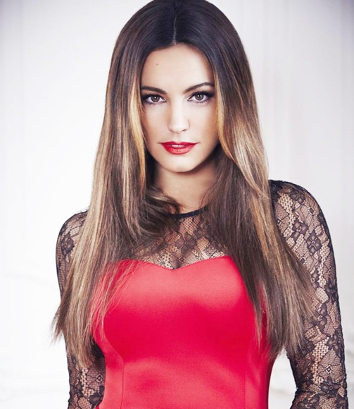 Hot Kelly Brook to go topless into space!