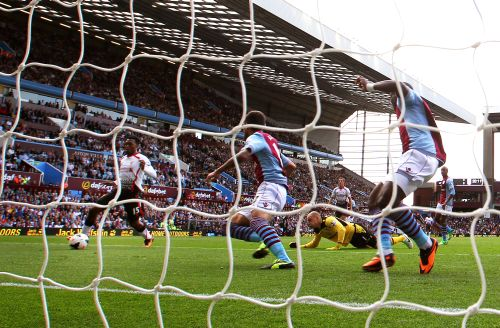 Daniel Sturridge of Liverpool rounds goalkeeper Brad Guzan of Aston Villa to score the opening goal