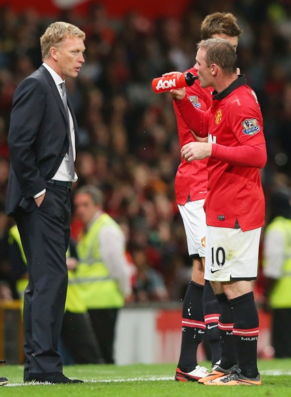 Manchester United Manager David Moyes speaks to Wayne Rooney