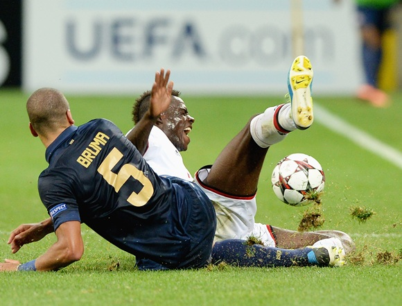 Mario Balotelli of AC Milan and Jeffrey Bruma of PSV compete for the ball