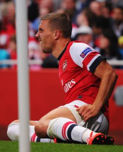 Arsenal's Podolski out for up to 10 weeks