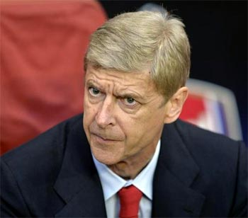 Arsenal will not panic buy, says Wenger