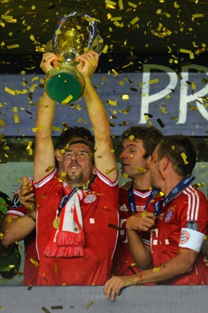 Franck Ribery lifts the trophy