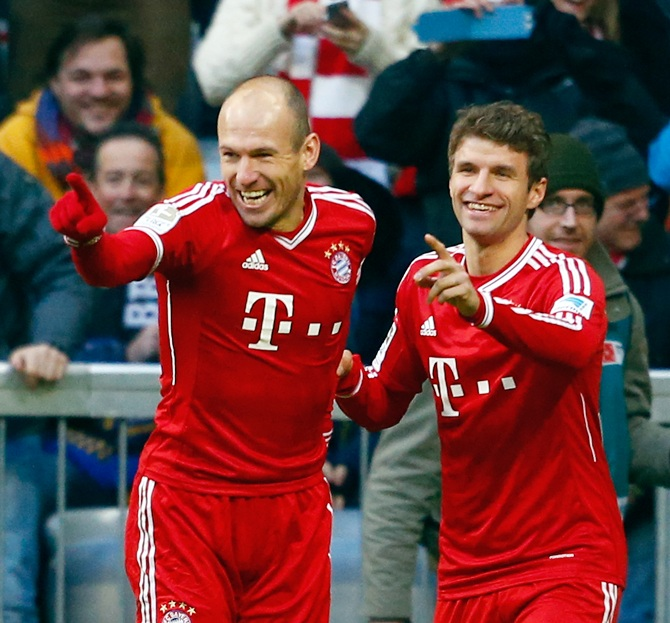 Bayern Munich's Arjen Robben (left) and Thomas Mueller celebrate