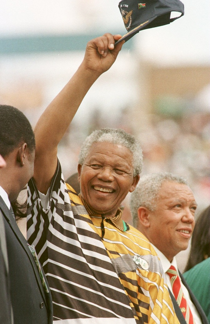 Nelson Mandela salutes the crowd