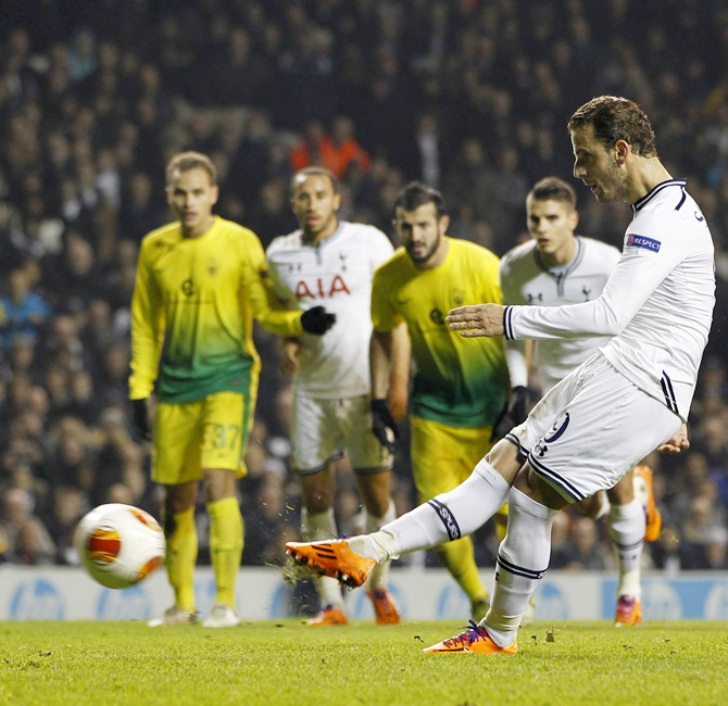 Tottenham Hotspur's Roberto Soldado scores a penalty to complete his hat trick against Anzhi Makhachkala