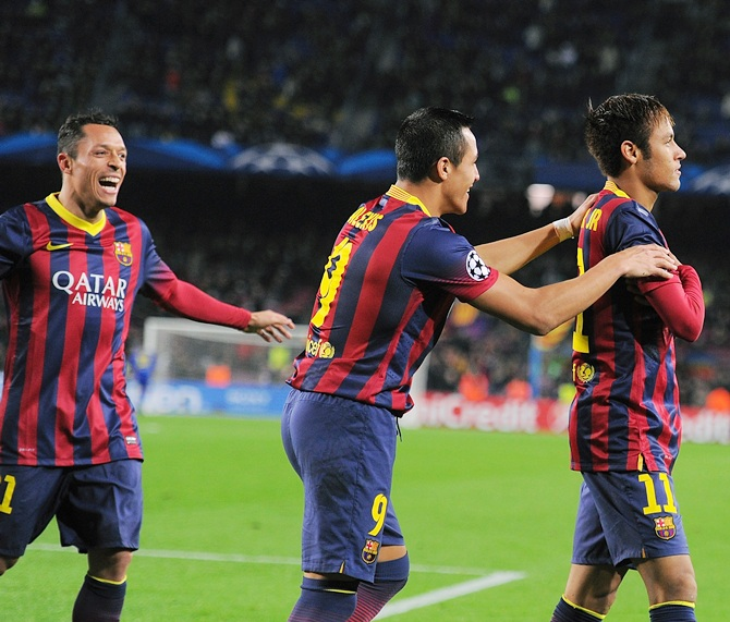 Neymar (right) of FC Barcelona celebrates with Alexis Sanchez after scoring his team's 4th goal