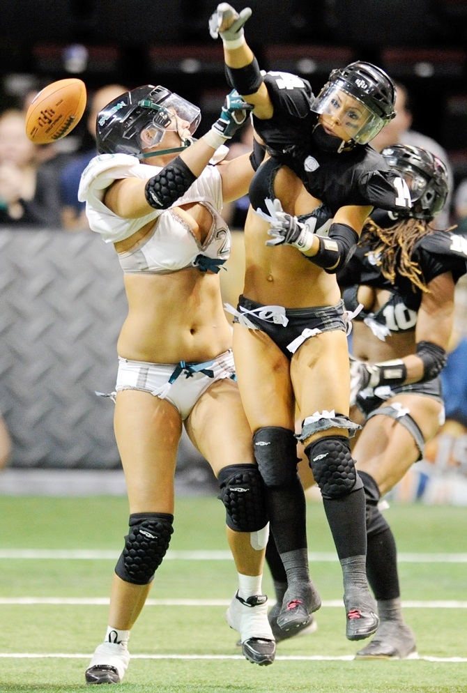 Stephanie Psick (right) of the Los Angeles Temptation knocks a pass away from Heather Roy of the Philadelphia Passion during the Legends Football League