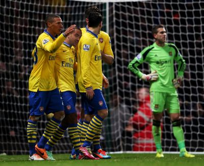 Arsenal back to top as City sink Liverpool