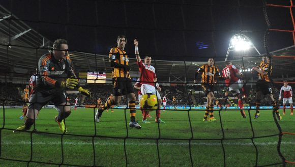 Hull City's Matty Fryatt (2nd R) shoots to score against Fulham during their English Premier League soccer match at The KC Stadium in Hull
