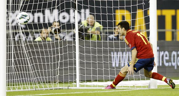 Pedro scores the fourth goal for Spain