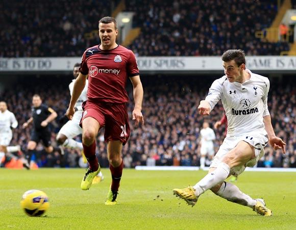 Gareth Bale scores the winning goal for Tottenham Hotspur