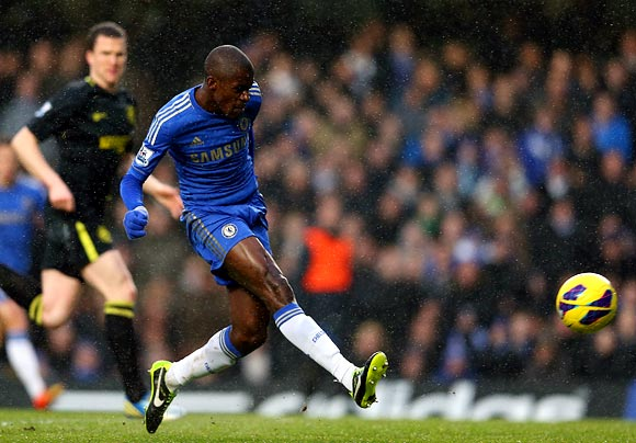 Ramires scores the first goal for Chelsea