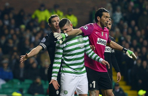 Juventus' Stephan Lichtsteiner (left) and goalkeeper Gianluigi Buffon (right) tussle with Celtic's Gary Hooper