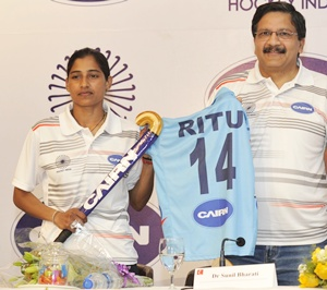 Ritu Rani (left)