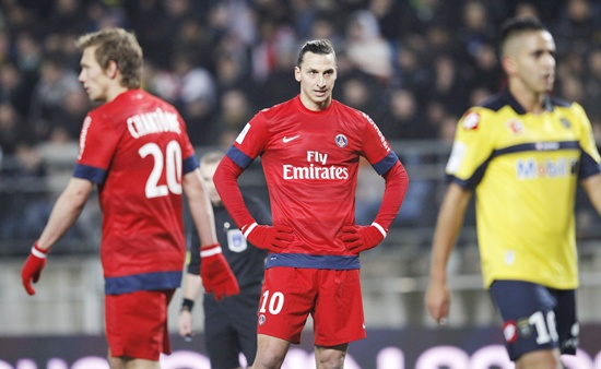 Paris Saint Germain's Zlatan Ibrahimovic (centre) reacts