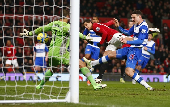 Manchester United's Javier Hernandez (second right) heads the ball to score his side's second goal
