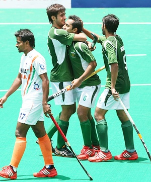 India and Pakistan hockey players