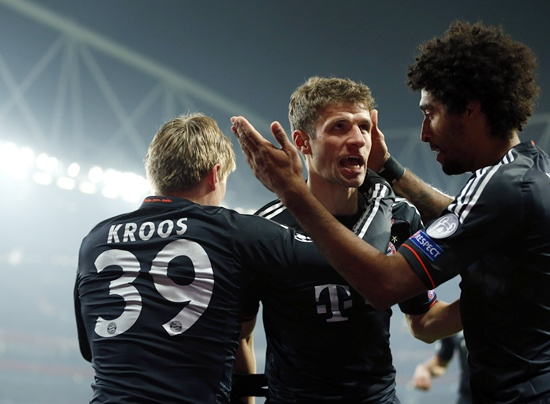 Bayern Munich's Toni Kroos (left) celebrates with teammates Thomas Muller (centre) and Dante