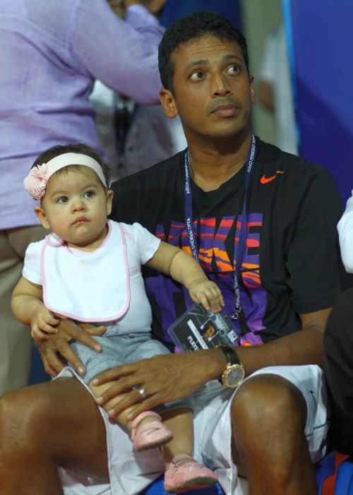 Mahesh Bhupathi with his daughter Saira