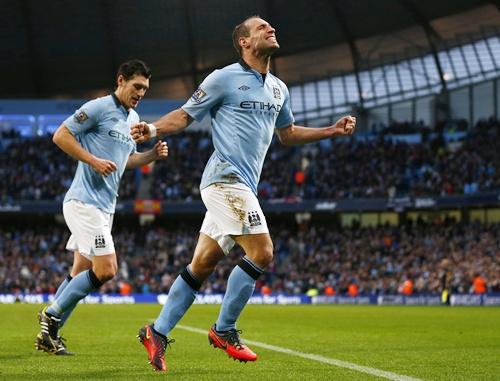 Manchester City's Pablo Zabaleta celebrates