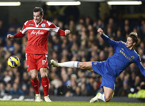 Chelsea's Fernando Torres (R) challenges Queens Park Rangers' Ryan Nelson during their English Premier League match on Wednesday