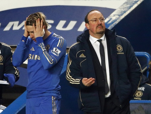 Chelsea's interim manager Rafael Benitez (right) prepares to bring on substitute Fernando Torres