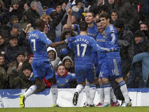 Chelsea's Juan Mata (second right) celebrates his goal