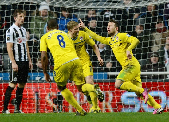 Adam le Fondre of Reading celebrates scoring the winning goal