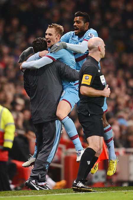 Jack Collison of West Ham United celebrates with teammate Ricardo Vaz Te and team staff after scoring the opening goal