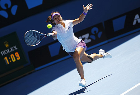 Li Na in action during her semi-final against Maria Sharapova