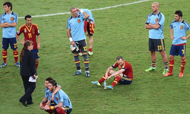 The Spain players show their dejection