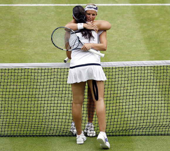 Marion Bartoli embraces Kirsten Flipkens after the match