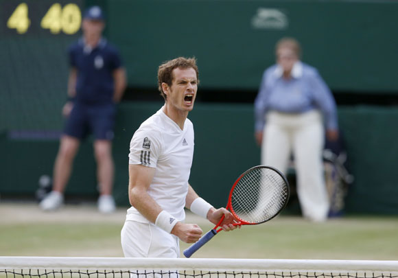 Andy Murray celebrates his win