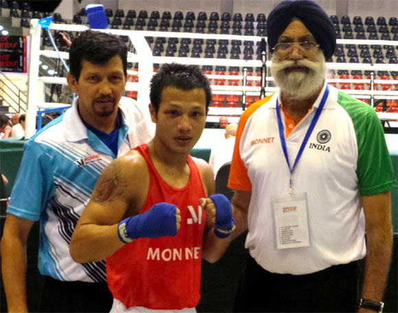 Devendro Singh with Indian national boxing coach GS Sandhu (right) and assistant coach Jaidev Bisht (left)