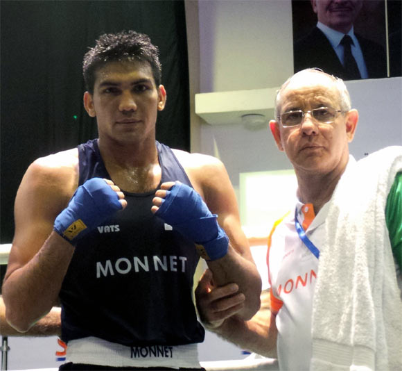Manoj Kumar (left) with Indian boxing coach Blas Fernandez